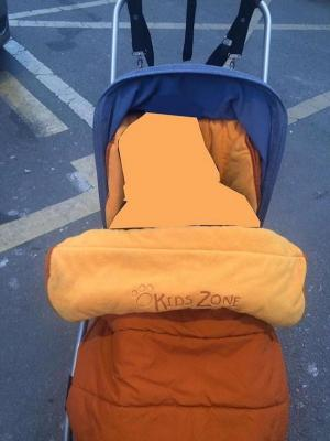 El carrito está adaptado para un bebé con una dolencia de las consideradas raras.