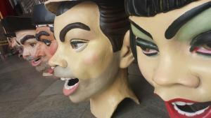 Los cabezudos, preparados para el desfile de La Tarasca.