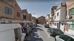 Fue localizado tras golpear violentamente la puerta de un domicilio en la calle La Línea.