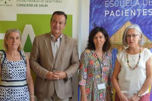 Almagro y Prieto con la pediatra y la enfermera que acompañarán a los jóvenes.