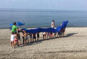 Actividades del campamento en la playa.