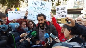 Jesús Candel atiende a los periodistas al finalizar la concentración.