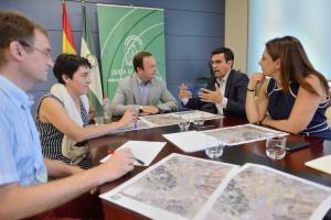 Representantes de la Junta y del Ayuntamiento de la capital, en la reunión de hoy.
