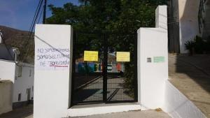 Entrada a uno de los centros en huelga.