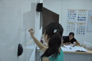 Una clase en la que se aprende chino.