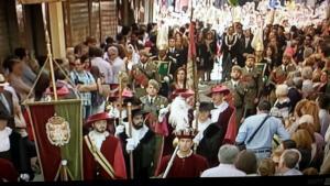 Un momento del desfile tras su salida de la Catedral.