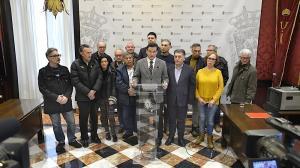 El alcalde, este miércoles, con el Defensor de la Ciudadanía y representantes vecinales de la Zona Norte.