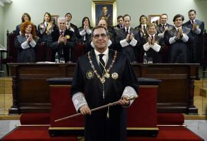 Leandro Cabrera con su Junta de Gobierno.