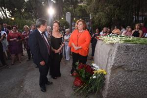Carmen Linares con José Entrena y Fátima Gómez.