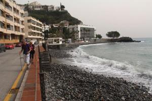 Playa de Cotobro, 'comida' por el mar en febrero.