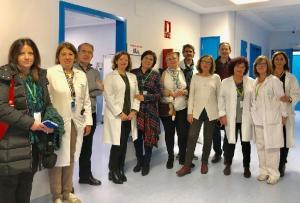 Personal de atención a pacientes de ELA en el Virgen de las Nieves.