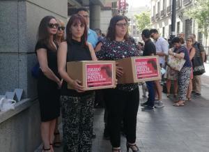 Cajas con las firmas que piden el indulto.