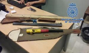 Armas intervenidas a los detenidos.