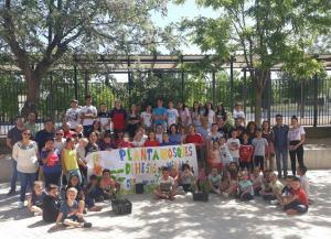 Escolares de Dehesas Viejas han participado en las plantaciones.