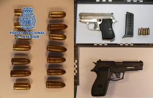 Armas intervenidas en dos actuaciones policiales en Motril.