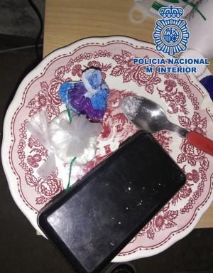 Cocaína intervenida en el domicilio.