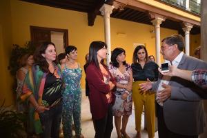 El presidente de la Diputación con las responsables de las áreas de Igualdad.
