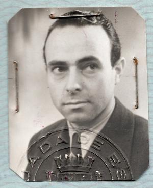 Foto de pasaporte diplomático de Antonio Chamorro.