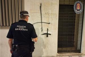 Pintada en la fachada trasera del Ayuntamiento.