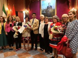 Las personas y entidades galardonadas tras recibir el premio.