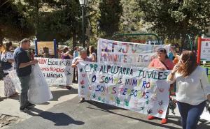 Protesta en Torvizcón contra el cierre de unidades.