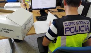Además de los detenidos, la Policía investiga a más de 200 personas que se han beneficiado de los documentos.