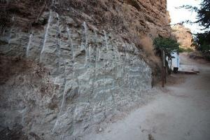 Imagen en la que se observa la intervención en la roca.