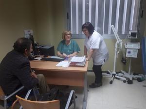 Uno de los primeros pacientes atendidos en las nuevas consultas.