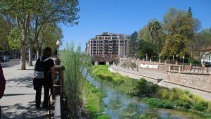 Fotomontaje de cómo podría quedar el río naturalizado.