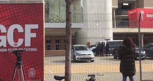 Registro policial en la sede del Granada CF, en el Nuevo Los Cármenes, este miércoles.