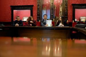 El alcalde presentó el balance de la lucha contra los desahucios.