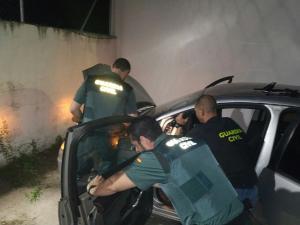 Uno de los vehículos recuperados por los agentes.
