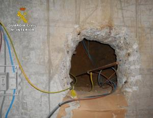 Conexión ilegal de electricidad en una vivienda de Las Gabias.