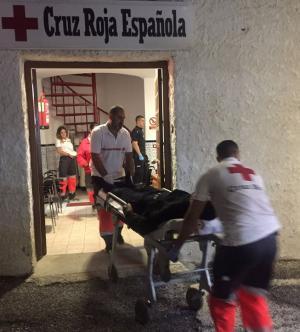 Atención de Cruz Roja a los inmigrantes llegados este domingo.