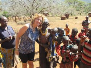 Una asociada de Calor y Café, en un poblado de Kenia.