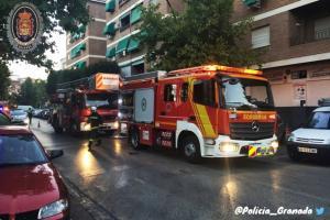 Bomberos en el lugar del incendio.