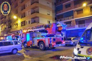 Bomberos y Policía Local han intervenido en el suceso.