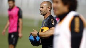 Paco Jémez en uno de los entrenamiento con el Granada CF.