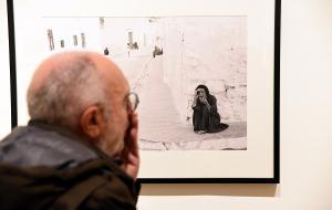 La exposición España de los 50 recoge la mirada personal de Saura sobre esa época.