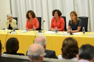 La consejera de Salud (primera por la derecha), en un acto este miércoles en Granada.
