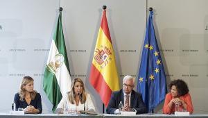 Susana Díaz ha presidido la firma del convenio, al que ha asistido la rectora de la UGR.
