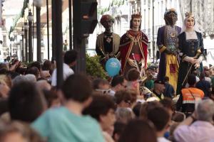 Miles de personas han seguido el desfile de La Tarasca.