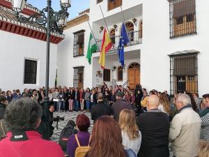 Concentración a las puertas del Ayuntamiento de La Zubia.
