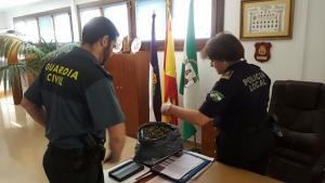 En Loja, junto a la Policía Local se ha intervenido más de un kilo de marihuana.
