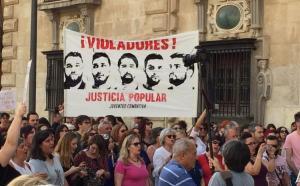 Una de las concentraciones en Granada de apoyo a la víctima de 'la manada'.