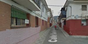 Calle donde se halló el cuerpo sin vida de un hombre en una caseta.