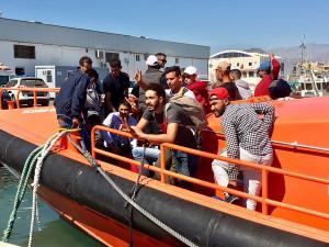 Las personas rescatadas han sido trasladadas al Puerto de Motril.