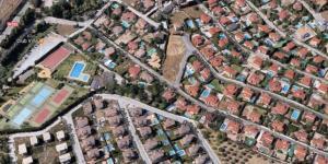 Otura cuenta con varias urbanizaciones residenciales.