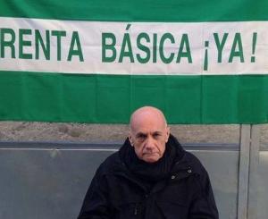 Paco Vega, a las puertas de la Delegación de la Junta en Málaga.