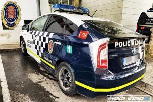 El detenido embistió contra los vehículos policiales que le perseguían para cerrarle el paso.